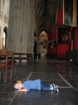 Nora's new game is 'sleeping' in all sorts of places, even the Antwerp Cathedral.