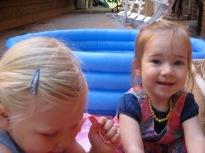 Nora and Eva splashing in the paddle pool