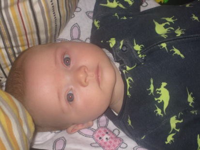 He has a pretty cute little face.